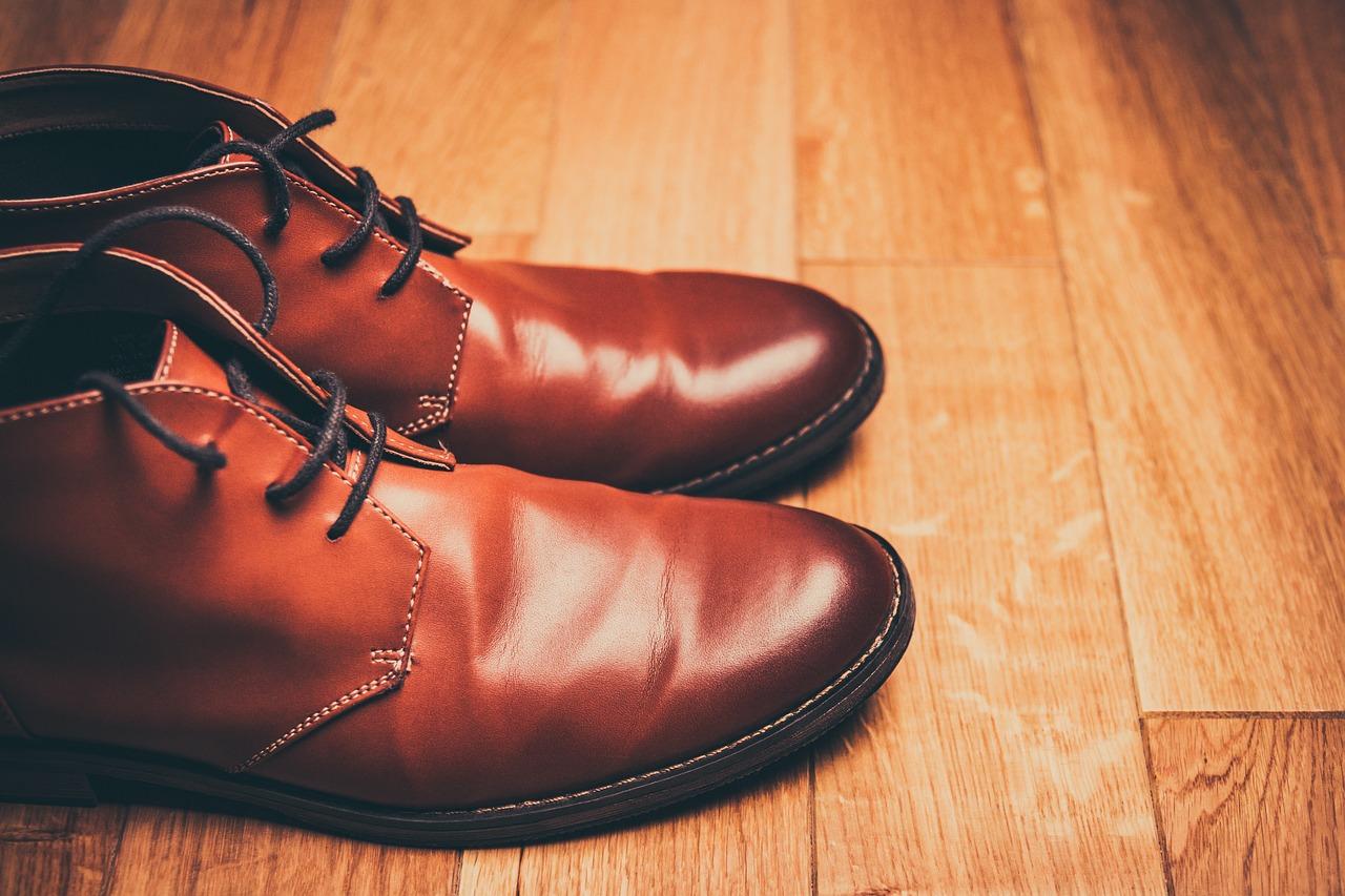 riverniciare le scarpe in pelle