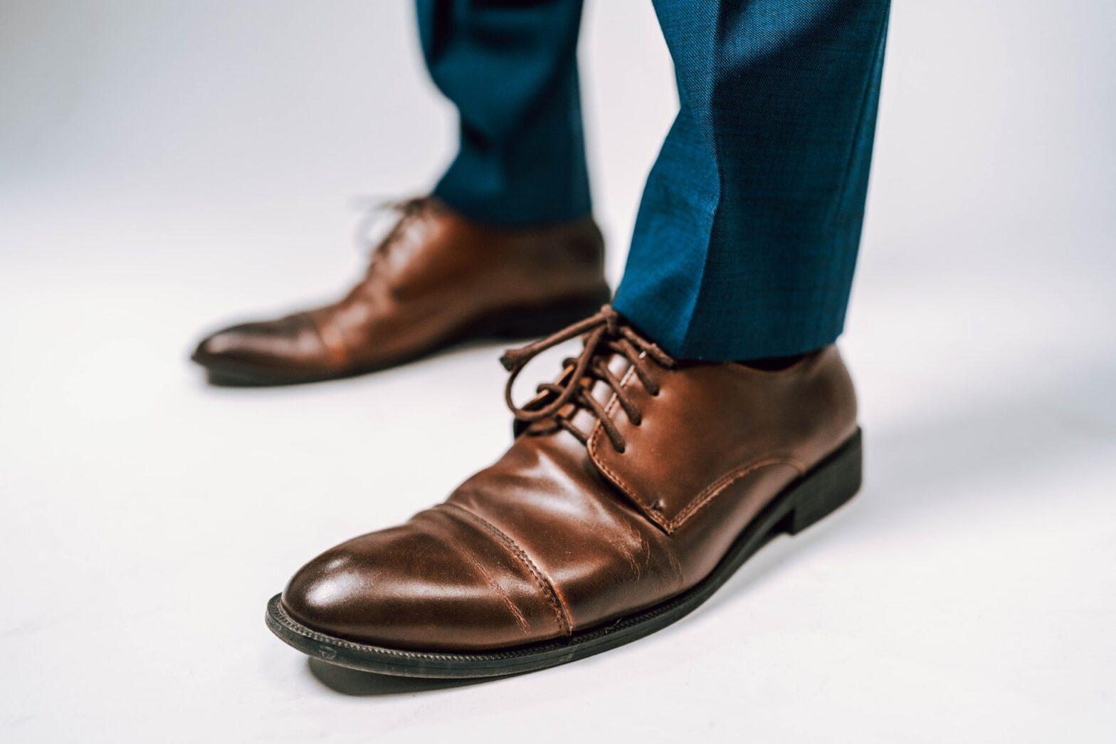 quali scarpe abbinare con abito blu