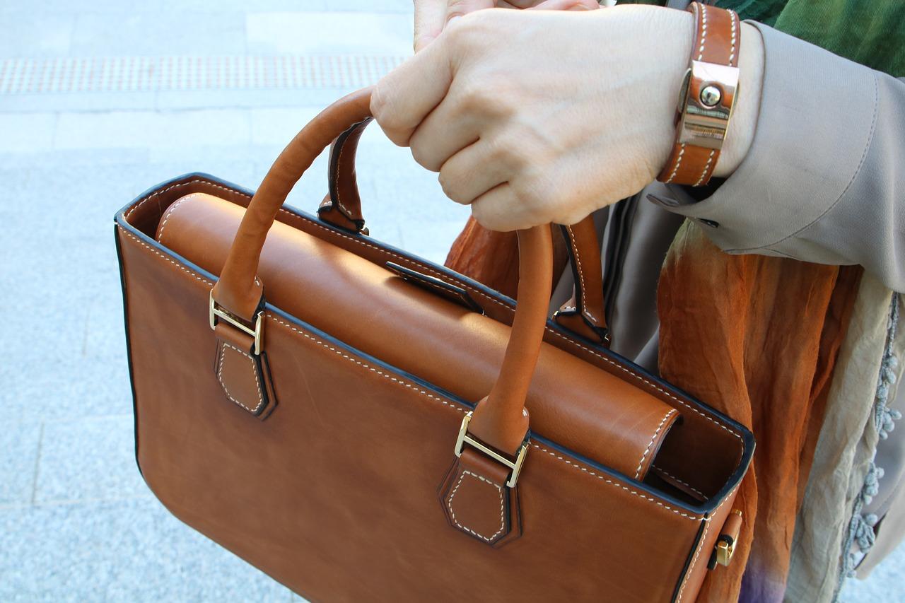 smacchiare le borse in pelle