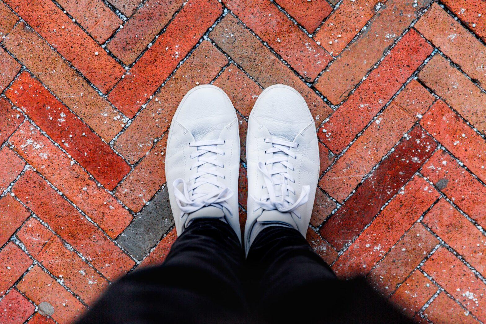 mantenere le scarpe bianche