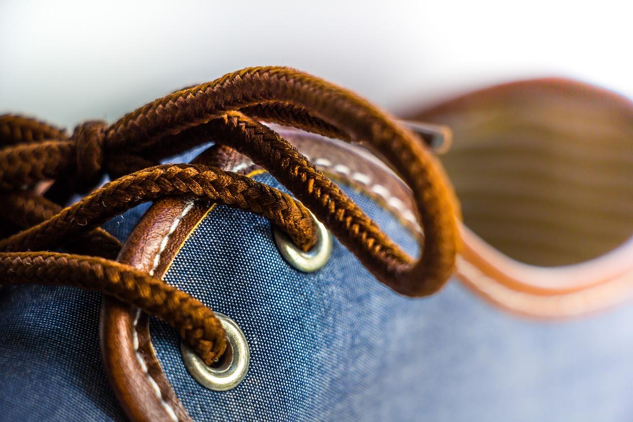 scegliere colori lacci per scarpe